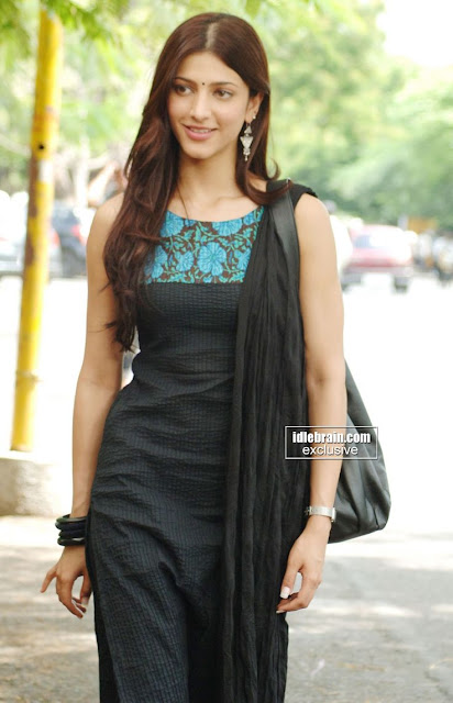 Beautiful Shruti Hasan in blach Salwar Kameez Wallapers