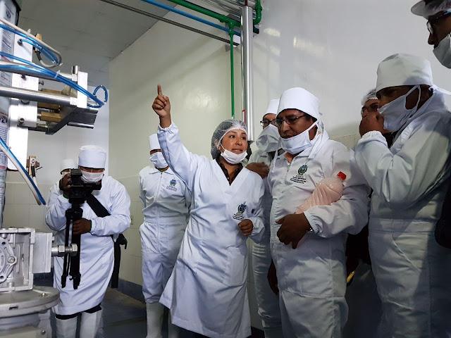 Patzi inspeccionó planta de lácteos en el altiplano paceño