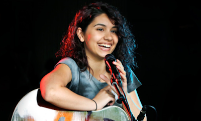 """Lirik Lagu Alessia Cara - Outlaws"""