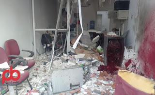 Bando fortemente armado, explode caixa eletrônico e atira contra delegacia na PB