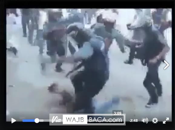 Sadis, Polisi Myanmar Abadikan (Selfie) Suasana Saat Muslimin Myanmar Disiksa