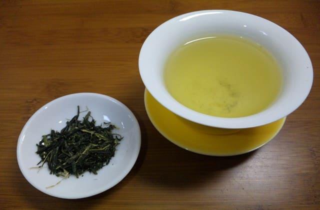 Biar tambah menawan, kamu juga harus terhindar dari masalah jerawat. Dengan minum teh hijau setiap hari, kamu bisa memiliki wajah cantik bebas jerawat