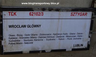 """Tablica kierunkowa na wagonie pociągu TLK 62102/3 """"Sztygar"""""""