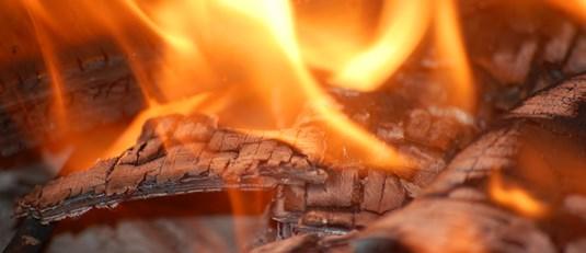 Страшна пожежа у Нікополі: згорів гараж із чоловіком всередині