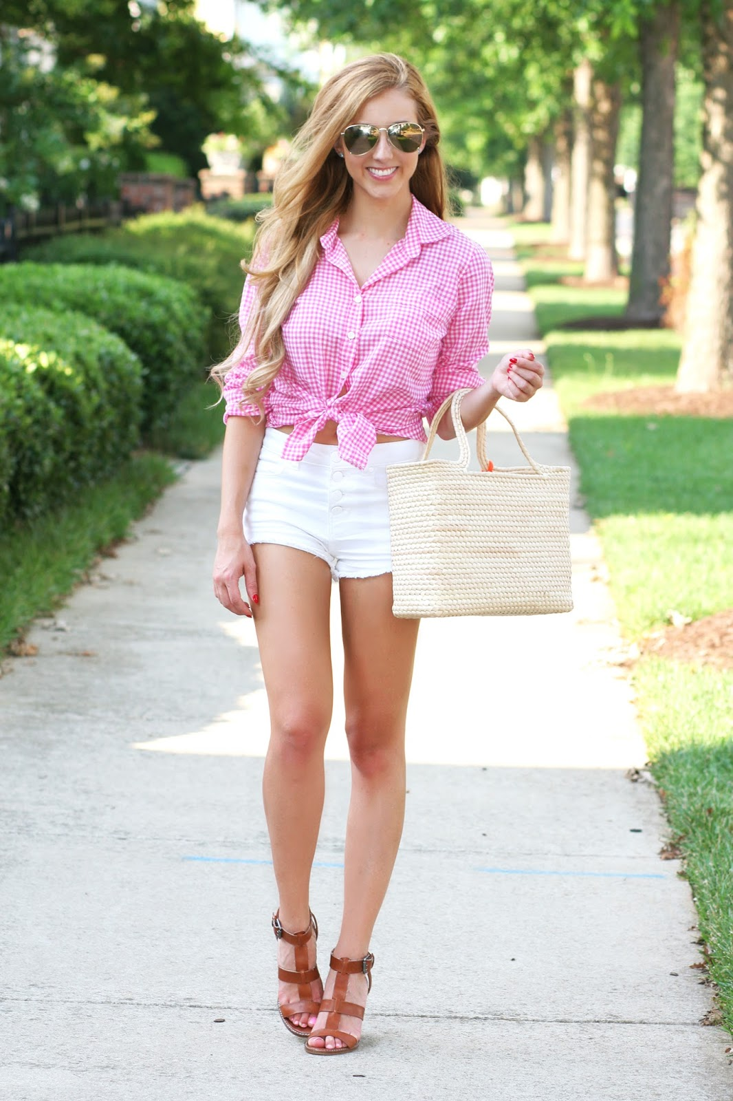 Summer-street-style-effortless-beach-look-with-straw-tote