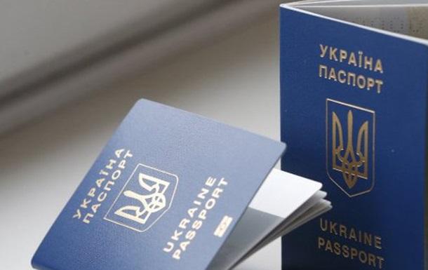З 1 червня деяким українцям знадобиться ще один документ для виїзду закордон