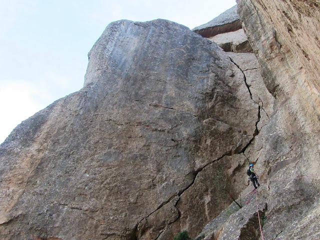 Curiós tall a la roca