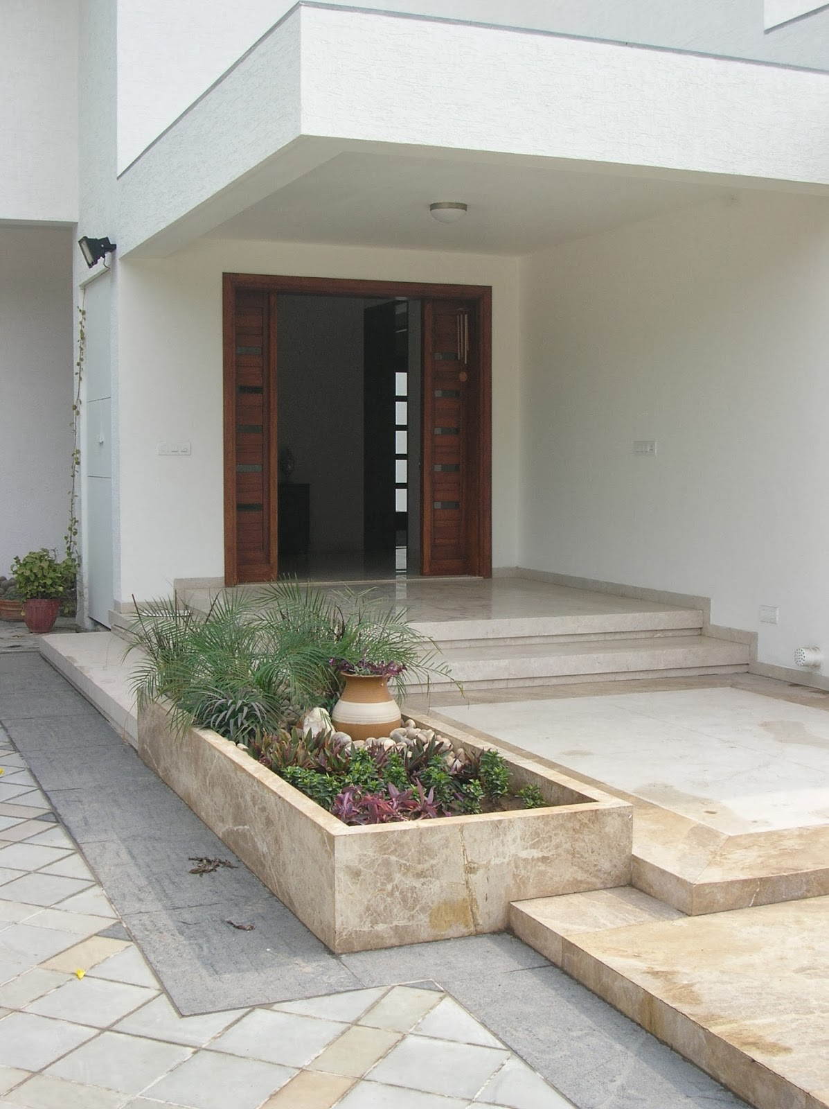 house entrance garden design