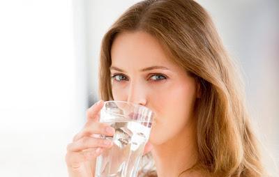 早上喝白開水加鹽清腸胃
