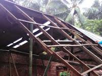 Rumah Warga Ngebel Rusak Parah Diterjang Angin Kencang