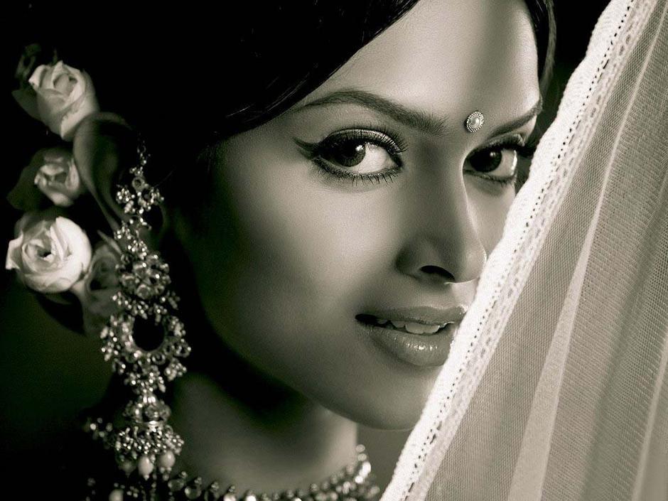 31ab57017108 Jhumka o Jhumki es el nombre con el que se conoce a esta joya en hindi. En  India