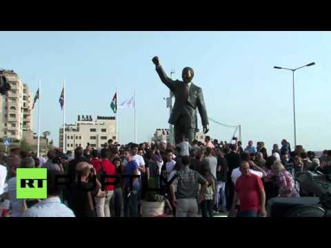 Muuqaal:- Nelson Mandela oo taallo looga taagey falastiin (Daawo)