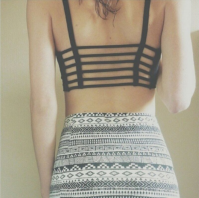 girls-backless-costume-photo