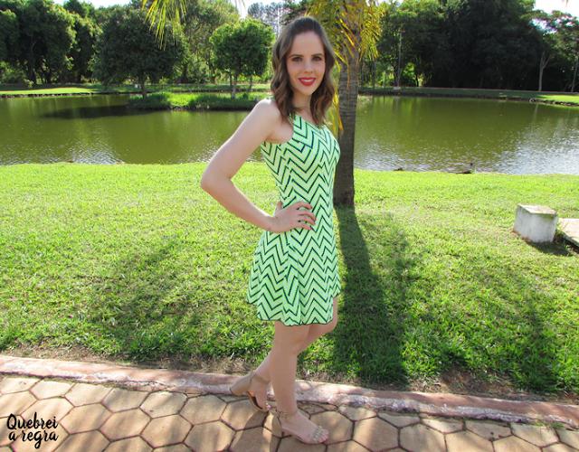 Look do dia: Vestido verde neon da AMI Clubwear