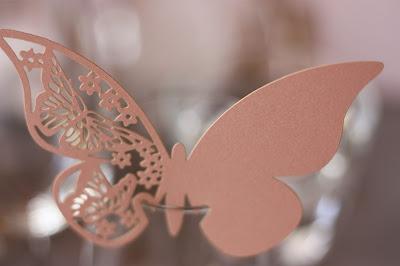 Schmetterlinge - Schleierkraut-Wolken in rosa und weiß - Sommerhochzeit in Bayern, Garmisch-Partenkirchen, Riessersee Hotel, Hochzeitshotel, Babies breath wedding
