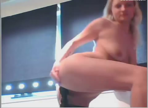 girl fucks bedpost