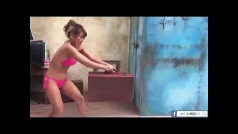 Video: Sexy Jap girl wearing pink panties bra performing magic [0:14]