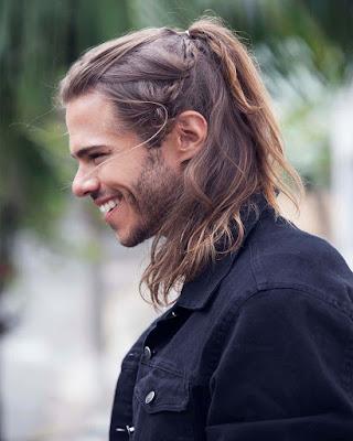 peinado informal con cabello largo para hombre