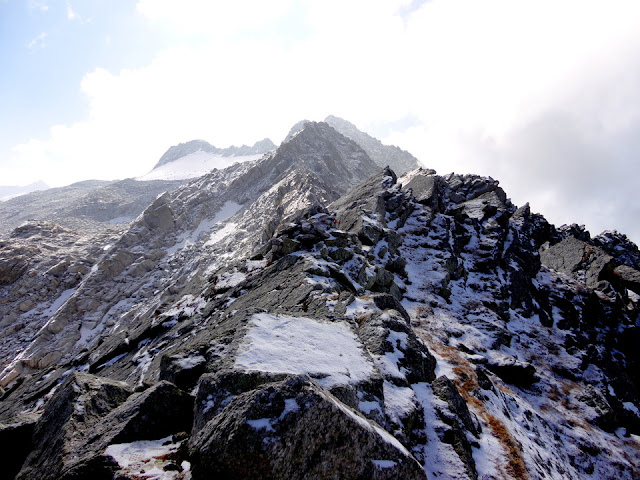 A view of the Indrahar Pass covered with snow.