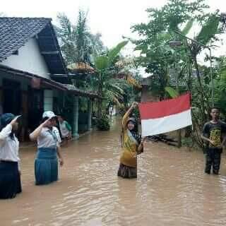 Berbagai Postingan Di Akun Facebook Saat Banjir Trenggalek 17 Agustus 2016