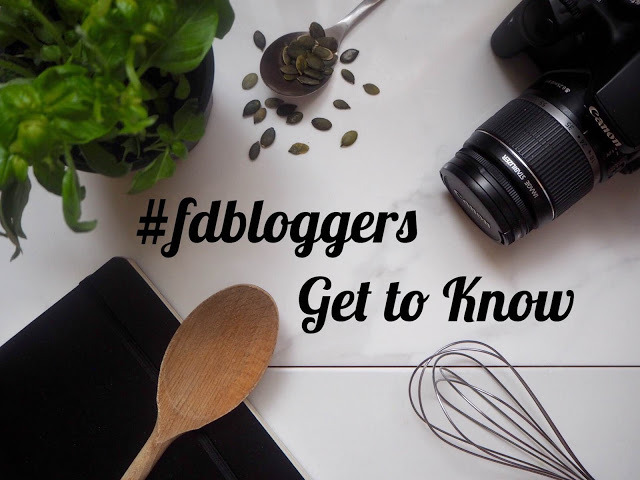 foodbloggers camera and wooden spoon
