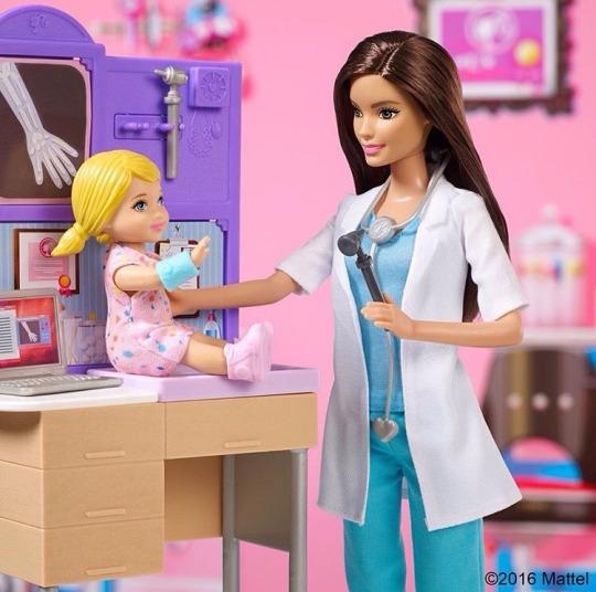 boneca Barbie Pediatra