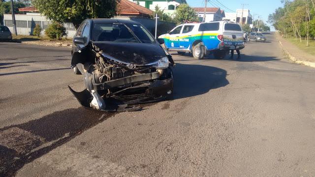 Caminhonete capota após invadir preferencial no bairro Urupá em Ji-Paraná
