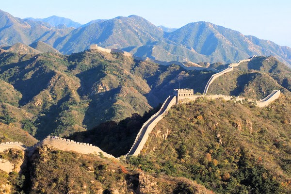 Here are 35 things you probably believe… but are total lies. Everything you thought is wrong - The Great Wall of China isn't the only man-made structure visible