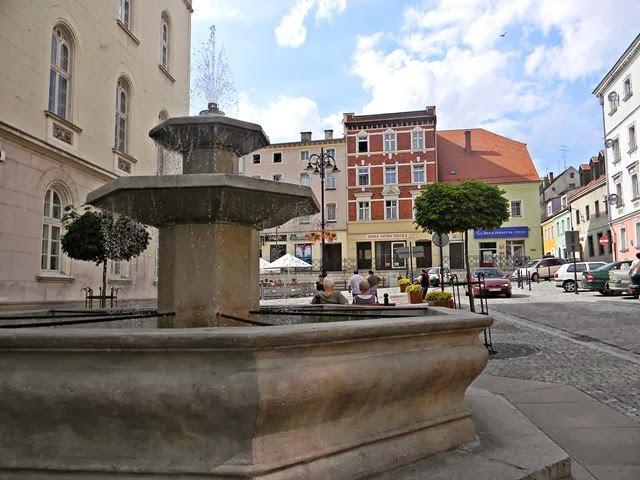 ratusz, fontanna, spacery, zabytki