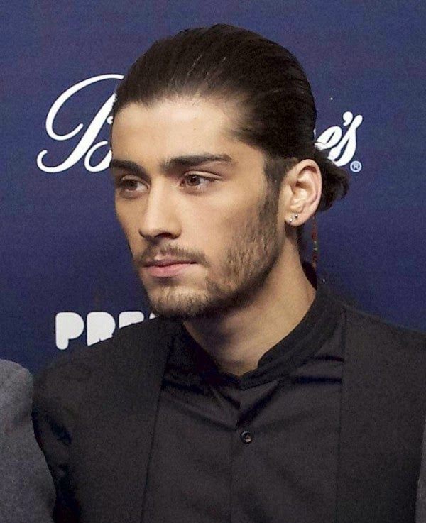Zayn Malik Does A Robbie Williams And Leaves One Direction