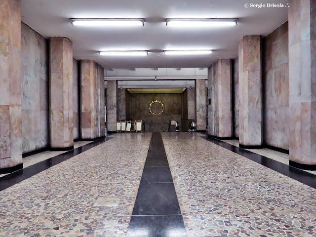 Interior da Galeria Prestes Maia - salão do piso térreo - Centro - São Paulo