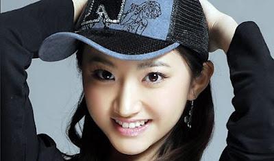 Bezauberndes schönes reizvolles chinesisches Mädchen
