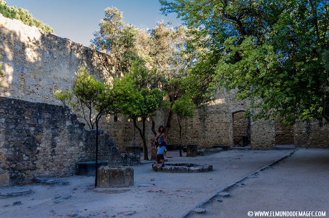 Castillos-de-Portugal, patio del Castillo de San Jorge