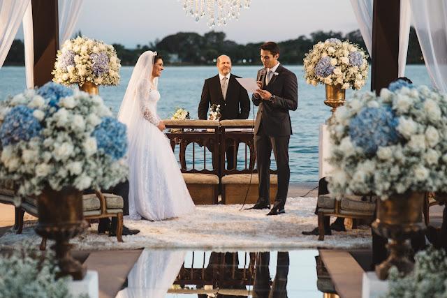 casamento real, porto vittoria, decoração, cerimônia, azul e branco, passarela de espelho, cerimônia a céu aberto, votos