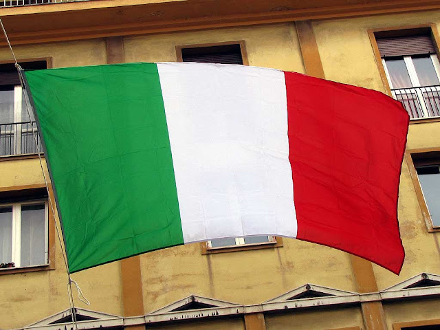 Italian flag in via Grande, Livorno