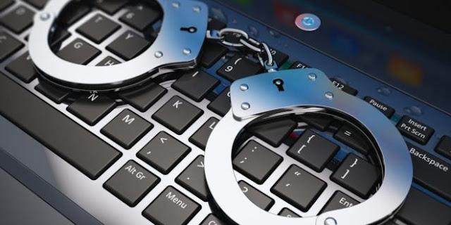 """القبض على شخص بتهمة استغلال الفتيات مالياً عبر حساب """"فيسبوك"""" وهمي (فيديو)"""