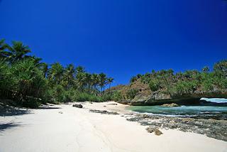 http://www.arekdolan.com/2016/06/wisata-dan-liburan-ke-pantai-srau.html