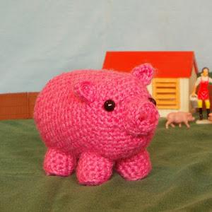Free amigurumi pig pattern