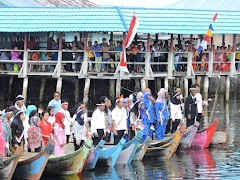 Rayakan Kemerdekaan RI ke 71, Warga Torosiaje Gelar Upacara di atas Perahu