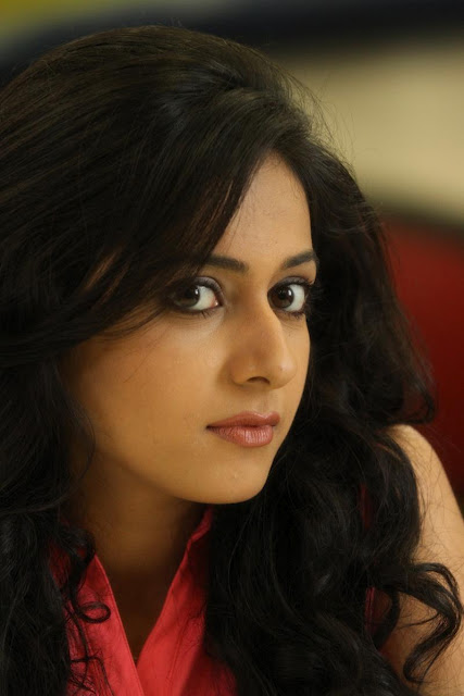 Rakul Preet Singh Stills From Puthagam Movie
