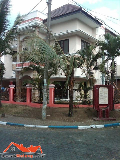 Rumah mewah 2 lantai Araya Malang