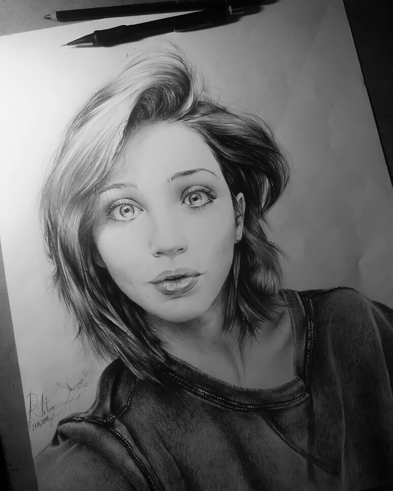 08-Artem-Mcalister-Realistic-Portraits-Graphite-and-Charcoal-www-designstack-co
