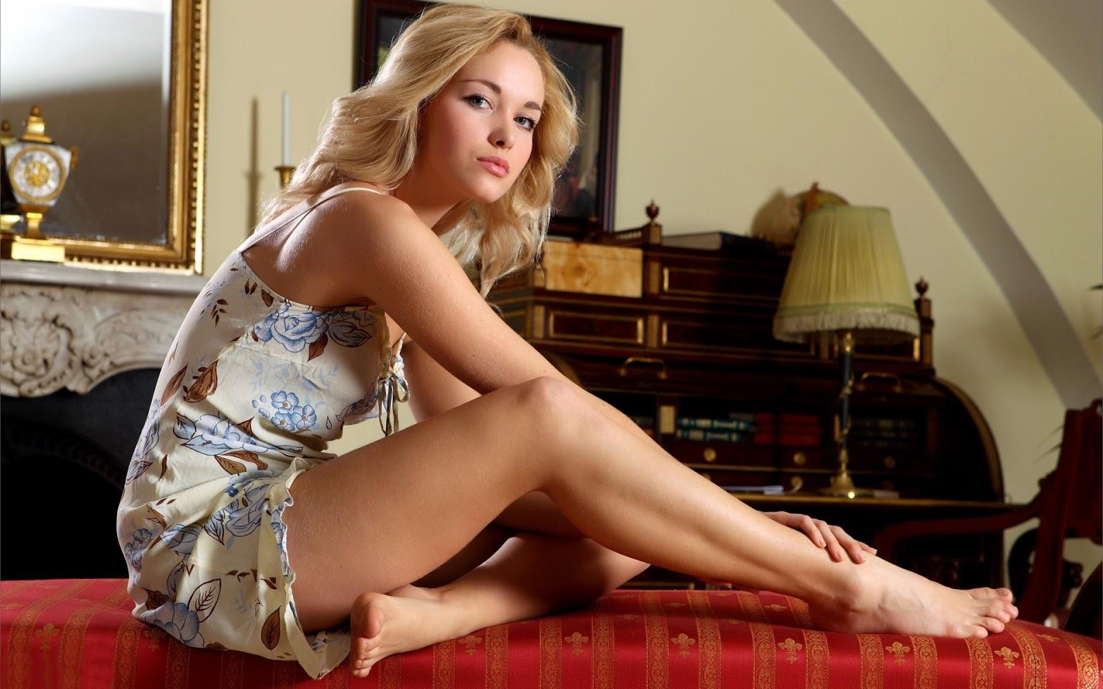 A Hot Blonde 84