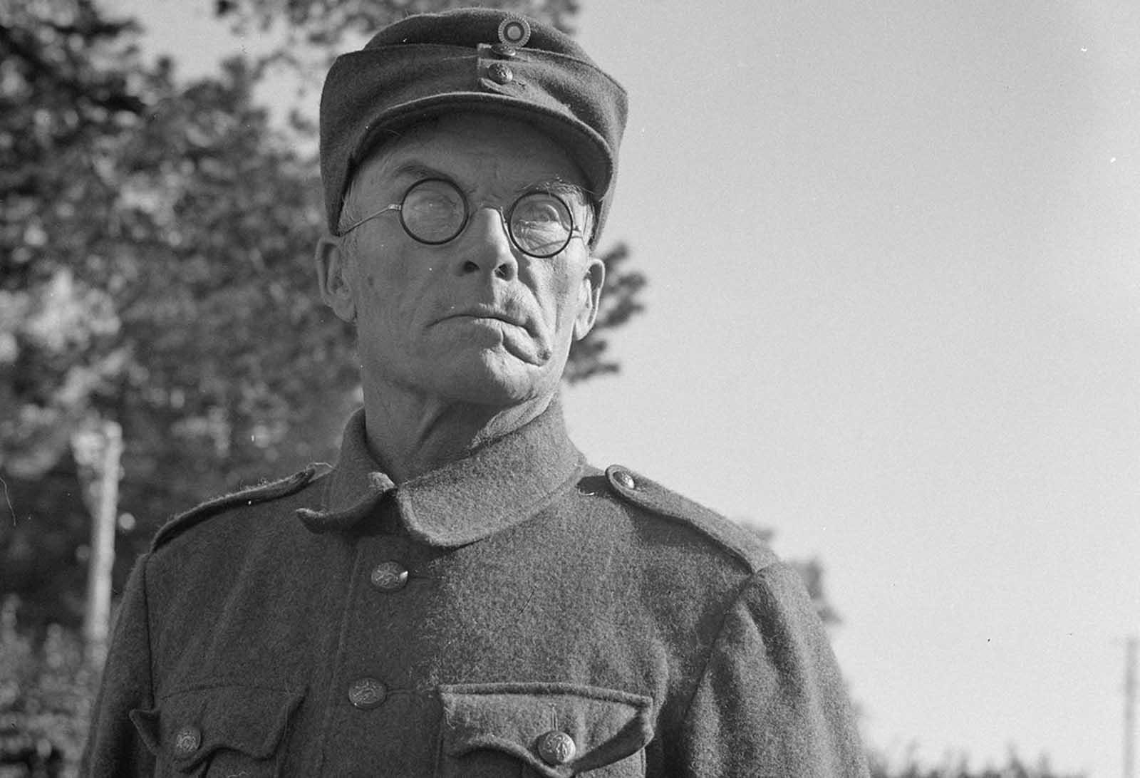 El soldado voluntario finlandés-estadounidense Hyvönen, de 62 años, se dirige al frente, en Mikkeli, Finlandia, el 4 de septiembre de 1941.