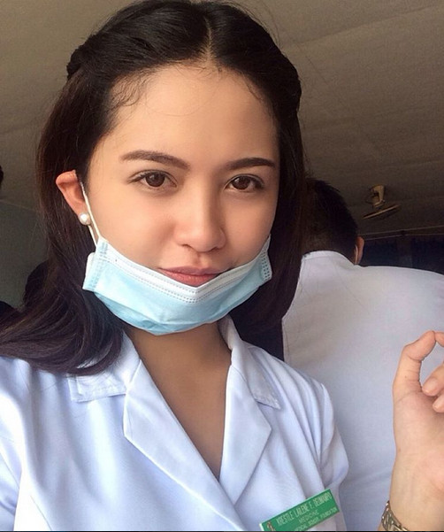 Dokter cantik Krestle Lailene Deomampo