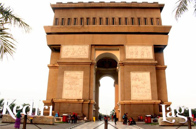 Berada di Simpang Lima Gumul Kediri berasa ada di Arc De Triomphe Paris