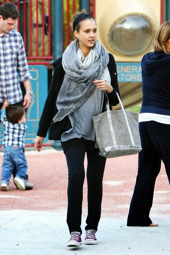 gaya fashion selebriti memakai converse jessica alba
