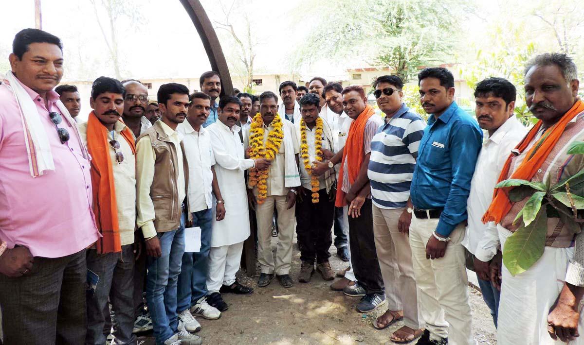 Leaving-the-Congress-two-Sarpanchs-got-the-BJP-membership-कांग्रेस छोड कर दो सरपंचों ने विधायक के सामने ली भाजपा की सदस्यता