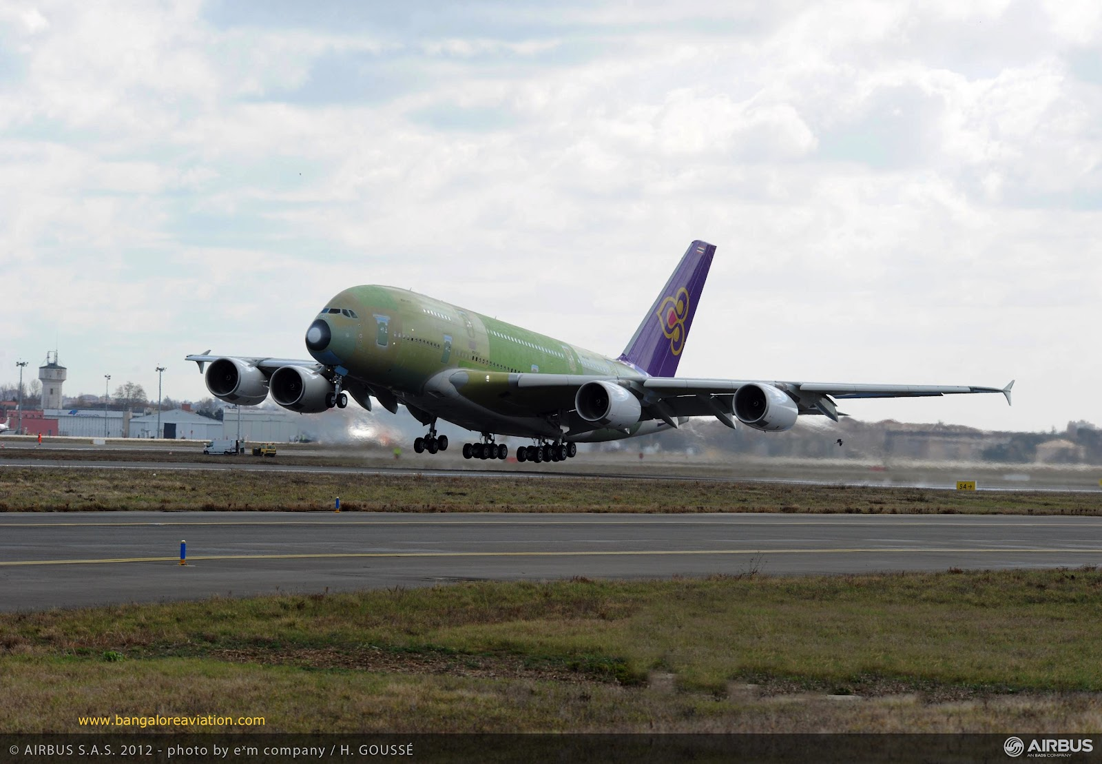Image: Thai Airways first Airbus A380 takes-off on its first