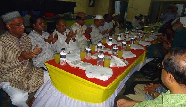 বকশীগঞ্জে উপজেলা মিলনায়তনে ইফতার ও দোয়া মাহফিল অনুষ্ঠিত